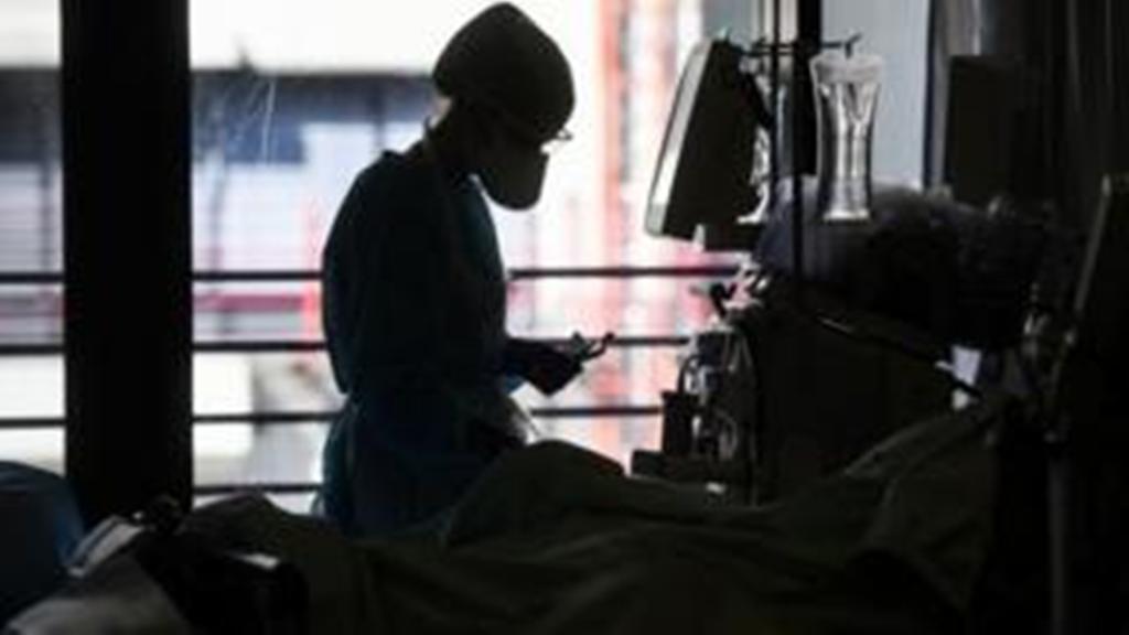 लन्डनमा कोरोना उपचारमा संलग्न एक नर्सको अनुभव-भेन्टिलेटरको स्विच अफ गर्नु निकै दर्दनाक हुन्छ