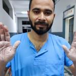 सामाजिक सञ्जालमा चर्चित तस्विरका डा विनोद, जो कोरोना संक्रमणपछि सेवामा सक्रिय छन्