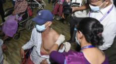 जोन्सन एन्ड जोन्सन खोप लगाउन सुरु, प्रधानमन्त्री देउवाद्वारा खोप केन्द्रको निरीक्षण  (फोटो फिचर)