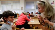 चेक गणतन्त्र सामान्य स्थितिमा फर्कियो, हप्तामा दुई पटक विद्यार्थीको स्वाब टेस्ट लिइने