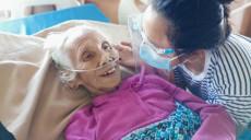 ८६ वर्षीया कमलकुमारीको खुशीः जसले १७ दिन आइसीयू बसेर जितिन् कोरोना